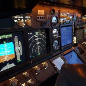 737 Simulator Flight Deck